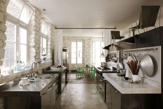 Eclectic trends paola navone 39 s parisian apartment eclectic trends - Vintage keukens ...