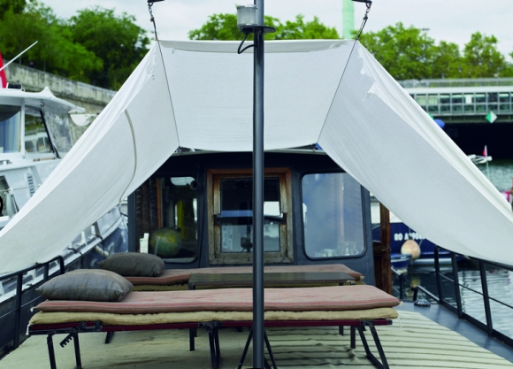 House boat Valérie Mazerat sundeck | Eclectic Trends